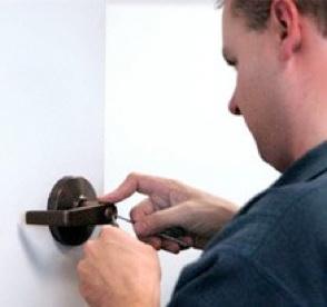 locksmith-at-work